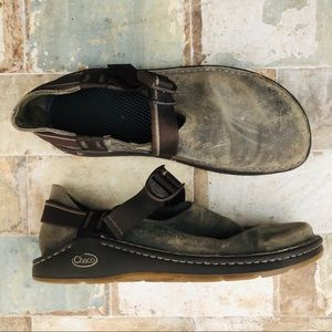 Mens Chaco Shoes Suede Leather w/ Strap & Buckle